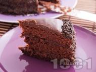 Домашна много шоколадова торта с орехово-какаови блатове и шоколадово-сметанов крем